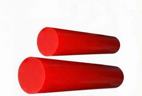 Tarugos vermelhos de poliuretano.