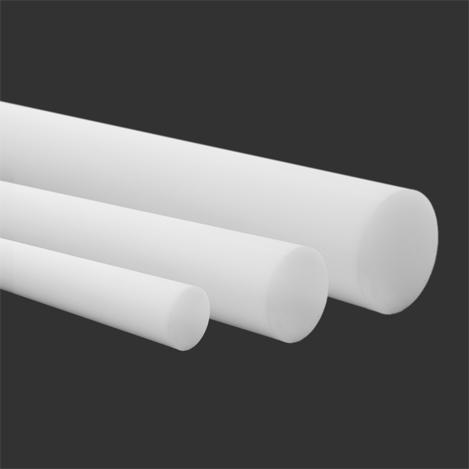 Três barras brancas de polietileno de altíssimo peso molecular (UHMW).