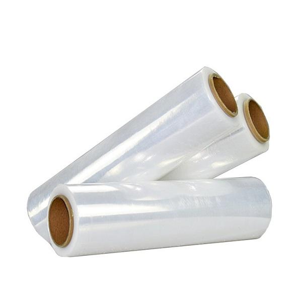 Três rolos de filmes plásticos feitos de polietileno de baixa densidade linear.