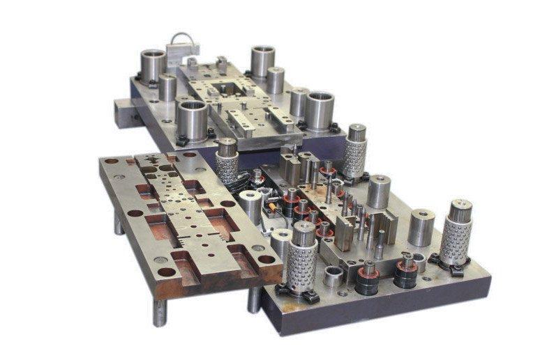 Um dos principais usos do aço D6 é para matrizes.