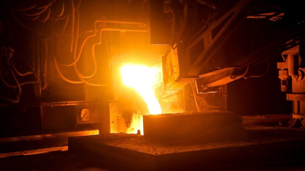 A têmpera superficial é um processo no qual um metal recebe uma camada de outro metal para aprimorar a dureza.