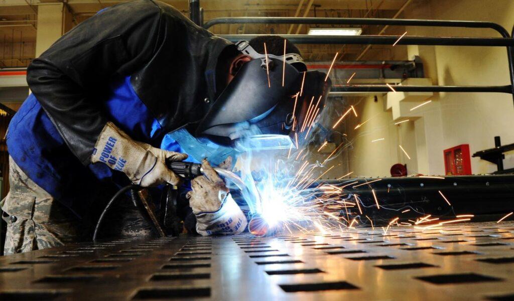 Veja como evitar trincas na soldagem das ferramentas de aço.